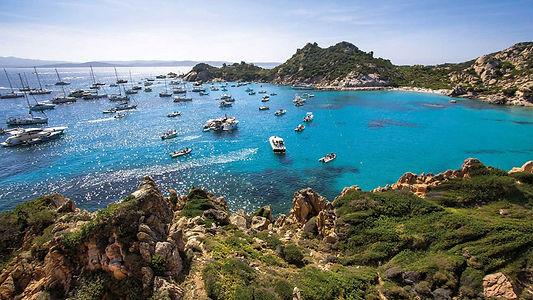 escursione-in-barca-in-una-delle-baie-de