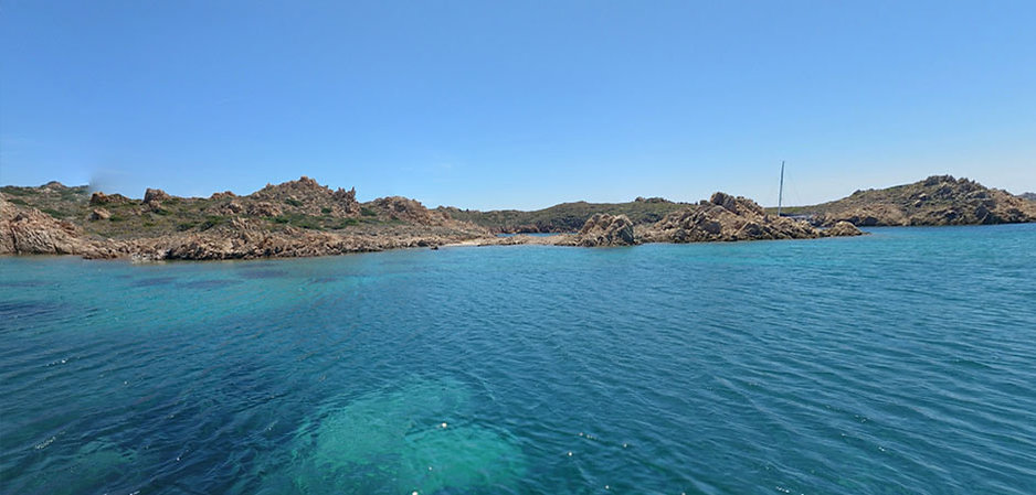 Cala-Lunga-nell-Isola-di-Razzoli.jpg