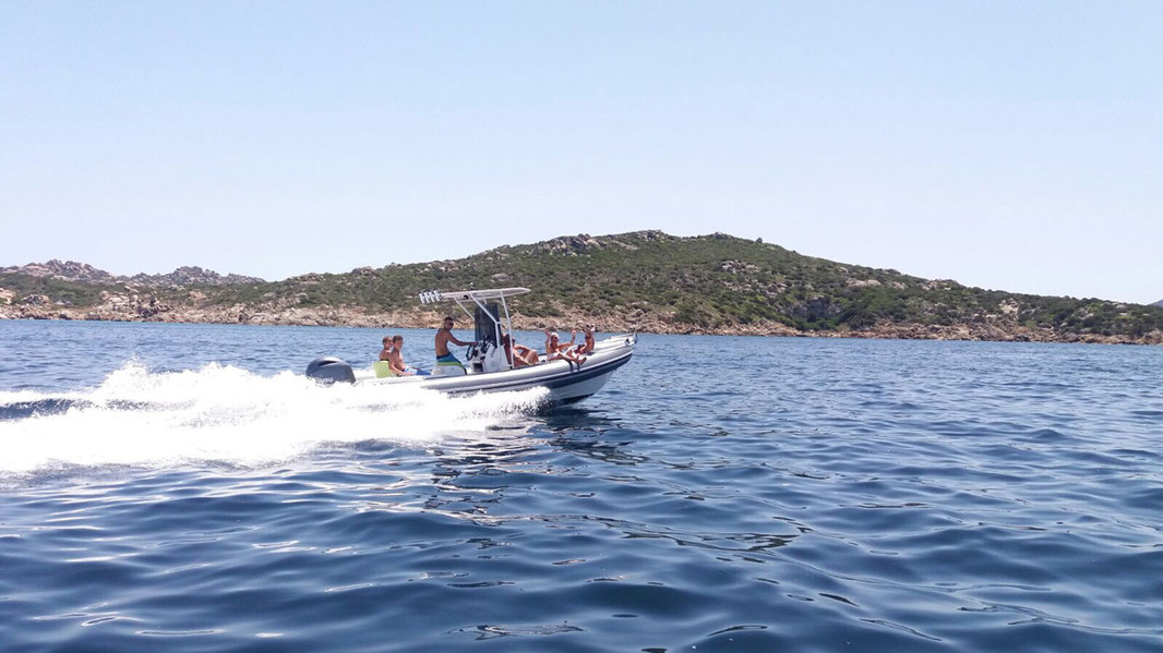 Lomac dinghy sailing between the islands