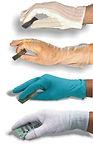 I guanti da lavoro ESD sono un importante strumento di protezione contro le cariche elettrostatiche. I guanti antistatici, utilizzati in particolar modo per i lavori di precisione nel settore dell'elettronica, sono realizzati con materiali come il NYLON insieme alla fibra di carbonio che impediscono l'accumulo di cariche elettriche su superfici sottoposte a sfregamento con metalli. Guanti in NITRITE dissipativo, senza polvere, doppia clorinatura, sono adatti per l'impiego in camere bianche, farmaceutica, laboratori di analisi. In tessuto POLIESTERE bianco additivio con carbonio e zona palmare ricoperta in lattice antiscivolo.