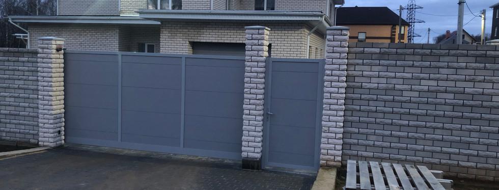 Откатные ворота Alutech с приводом Robus Hi Speed