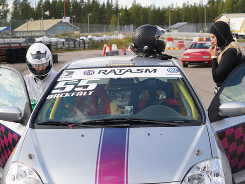 Osallistujilla on mahdollisuus päästä Rata-SM sarjaa ajavien ratakuljettajien kyyditykseen kilpailun aikana 🚗💨