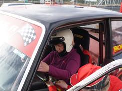Kilpailussa kuljettajan vaihtoon käytetään 2 minuuttia, jotta penkki, turvavyöt ja peilit saadaan säädettyä sopiviksi ⏳