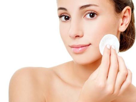 5 dicas para tirar a maquiagem dos olhos corretamente