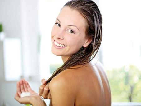 Os benefícios de hidratar o cabelo com óleo de coco