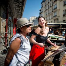 Enjoliveuse au marché d'Aligre