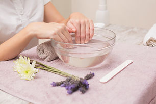 19562618_woman-soaking-her-nails-in-wate