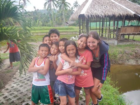 Le voyage permet la rencontre de l'autre et ces rencontres nous émerveillent réciproquement comme des enfants.  - Carole, Philippines -