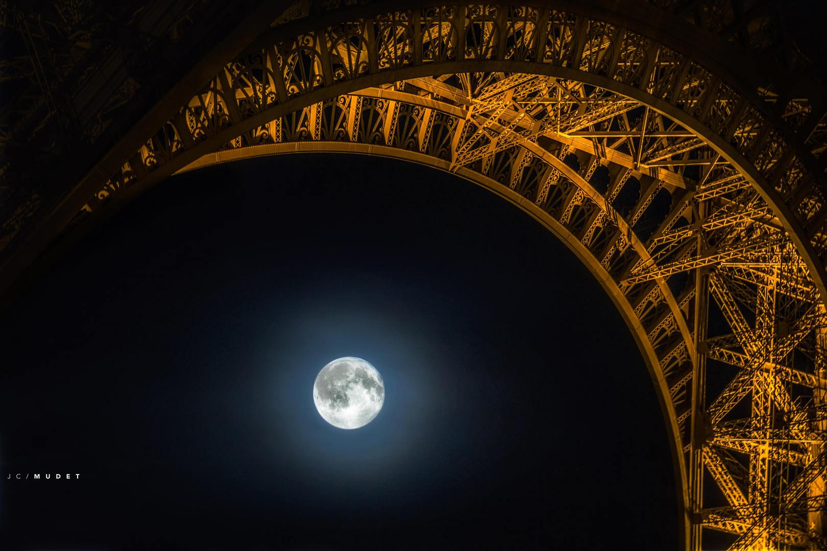 The Paris moonlight sonata