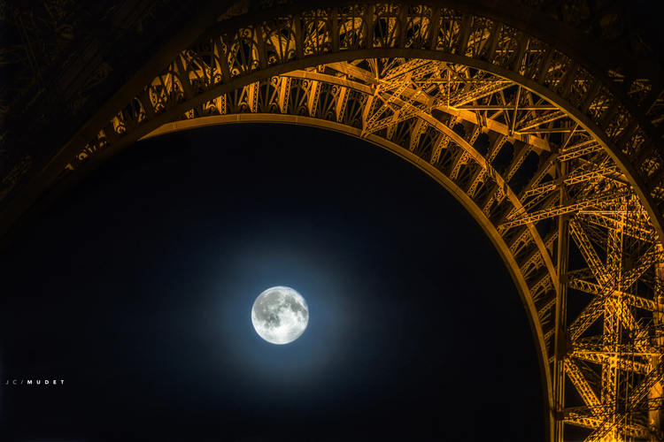 The Paris moonlight sonata