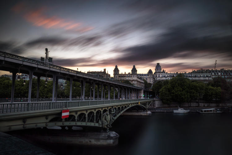 The Bir Hakeim bridge