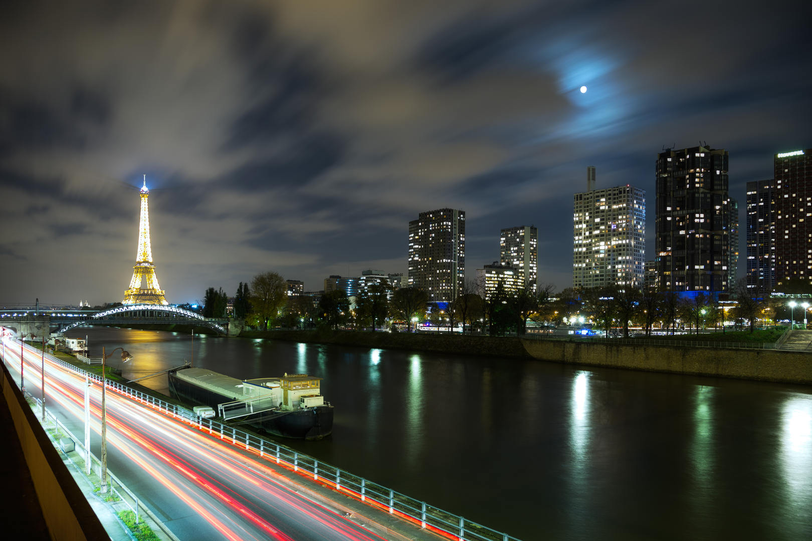 The way to the Eiffel Tower