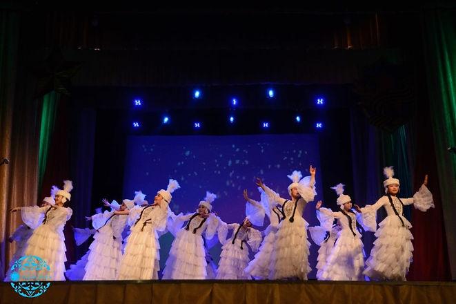 Танцевальный коллектив «Ажар» на сцене Д