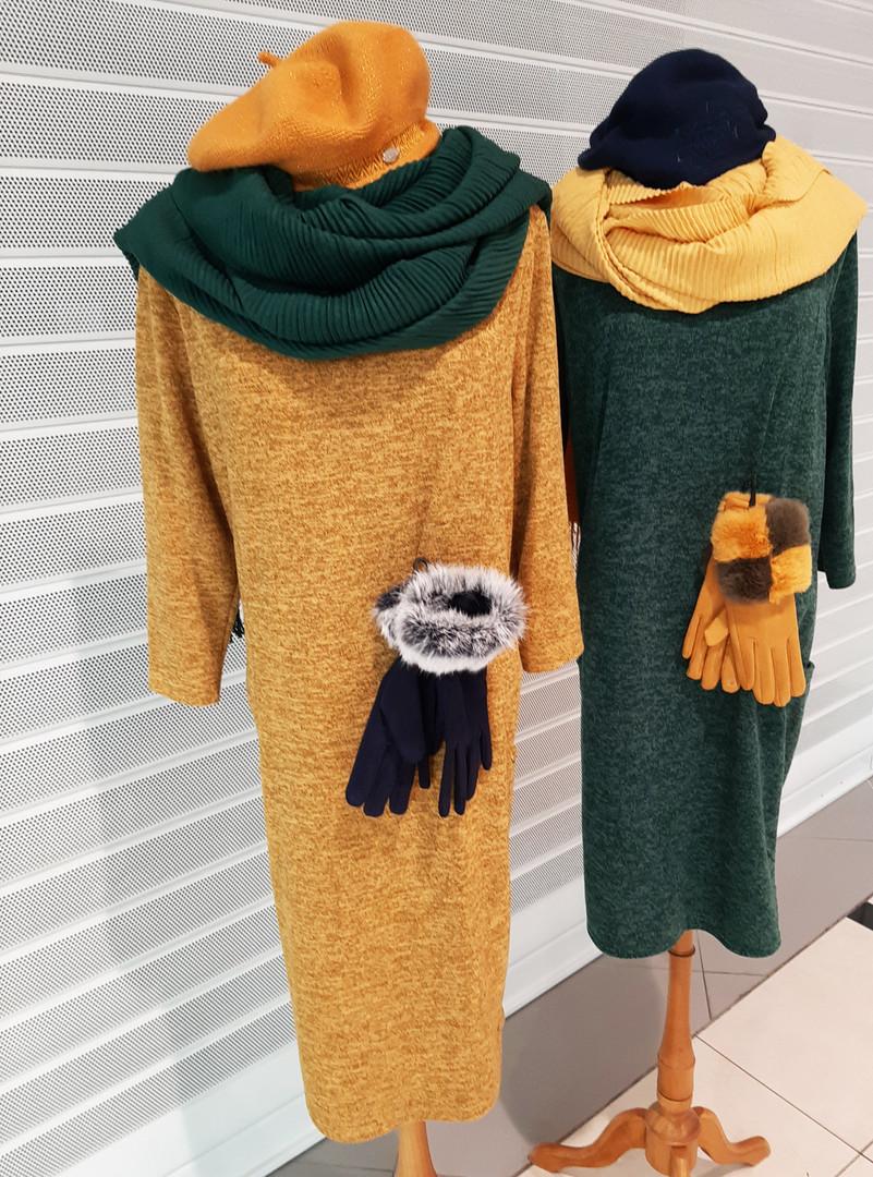 Šaty v různých barvách