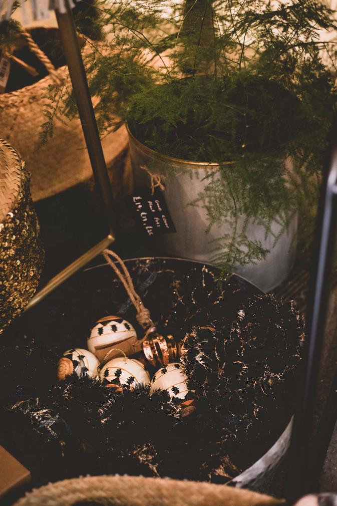 Wild Artichokes Christmas Pop Up - Emma