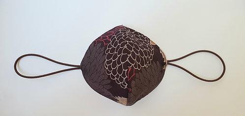 Tapabocas Tela Japonesa / FLORES lineales fondo uva oscuro