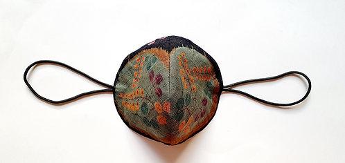 Tela Japonesa / ESPERAR LA PRIMAVERA fondo negro bola flores aguamarina