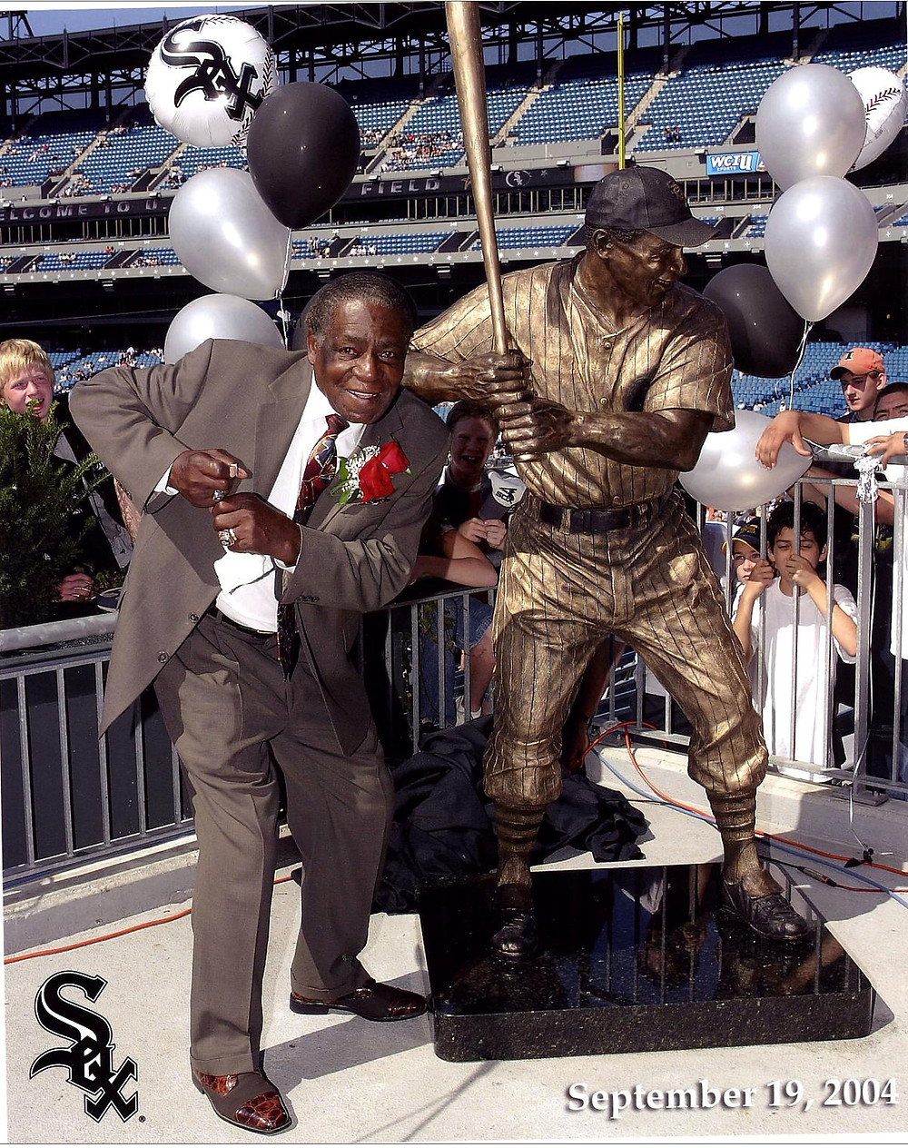 Minnie Minoso and his statue with the Chicago White Sox