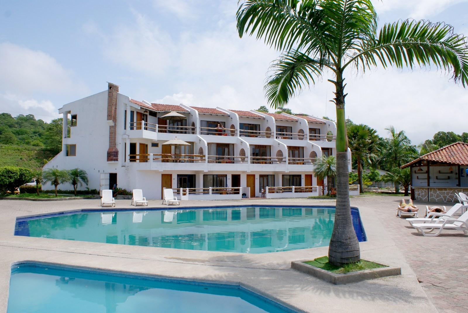 Piscina-_Hotel_Baja_Montañita