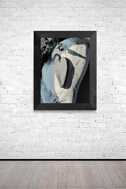 Spotlit_art_gallery_wall.jpg