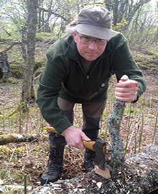 learn to use axe and knife bushcraft