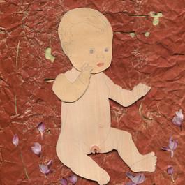 Hulpmiddel - 2017  Love doll lollipop (huidkleur).  Knipsels op een met acrylverf beschilderd gekreukt krafpapier. 22,8 x 27 cm