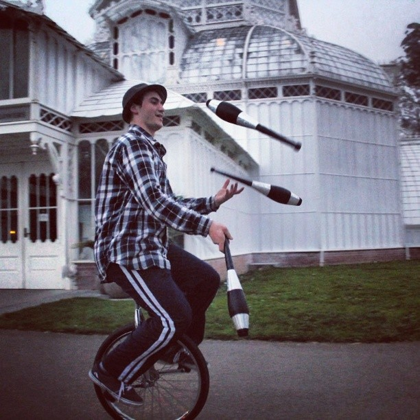 #Juggling on a #unicycle through #GoldenGatePark =  one very contagious case of #happiness