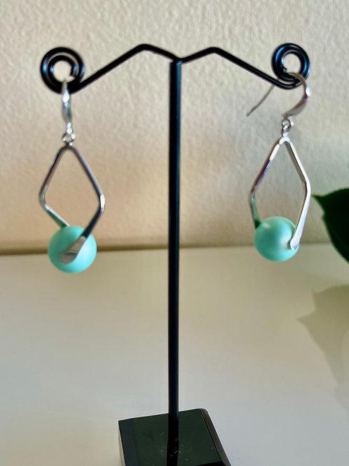 Shell pearl pierced earrings with sterling silver hooks