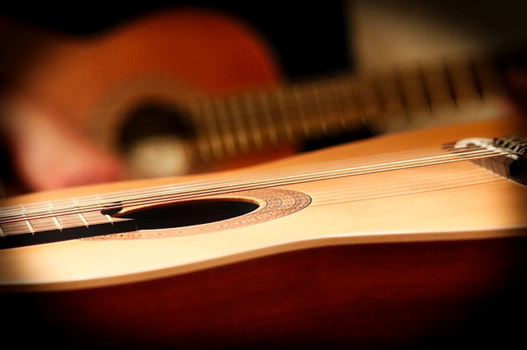 reasons-to-start-learning-guitar-on-acou