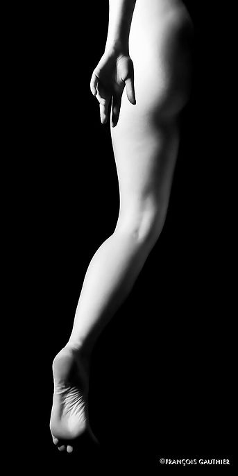 BODY-SCAPING  Photographer : François Gauthier Model : Margo Ganassa