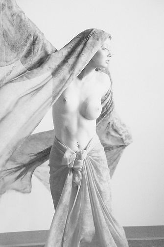 LA VOLTIGE  Photographer : Daniel Thibeault/Patrice Denis Model/Makeup : Margo Ganassa
