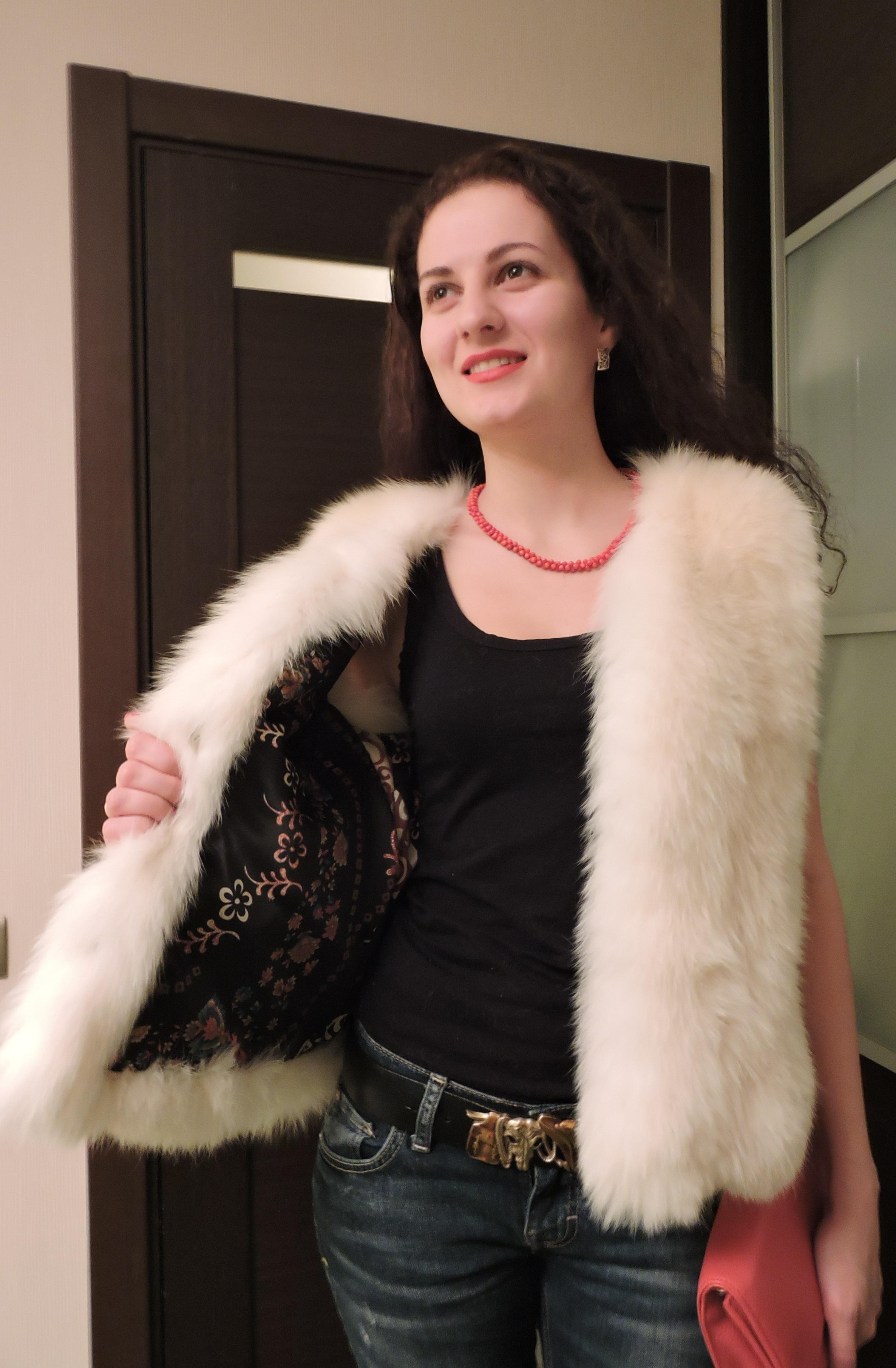 Жилетка из арктической лисы (песец) размер 40-46 www.showroom-mex.com 3.JPG