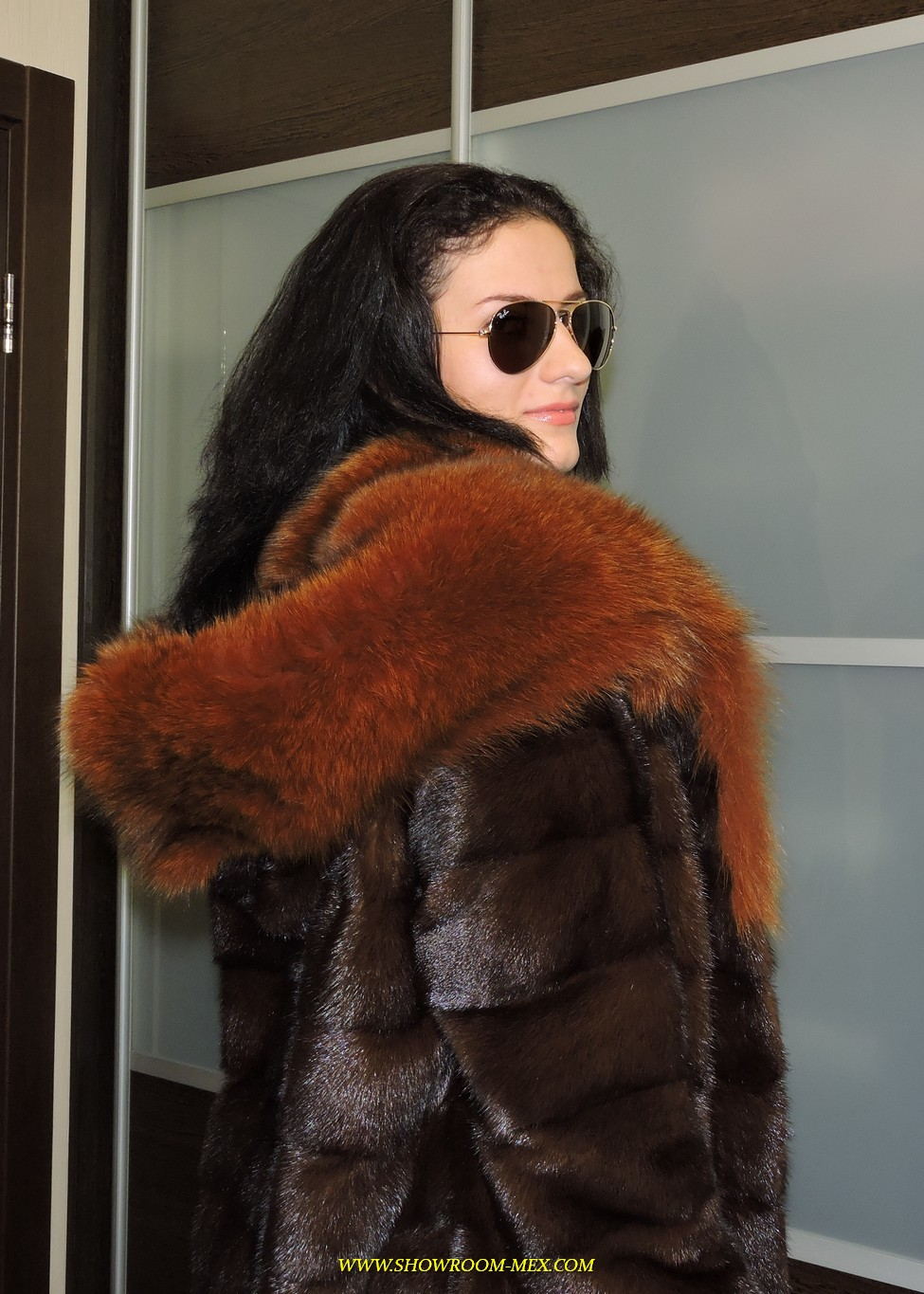www.showroom-mex.com SAGA FUR FOX MINK COAT BOA13.JPG