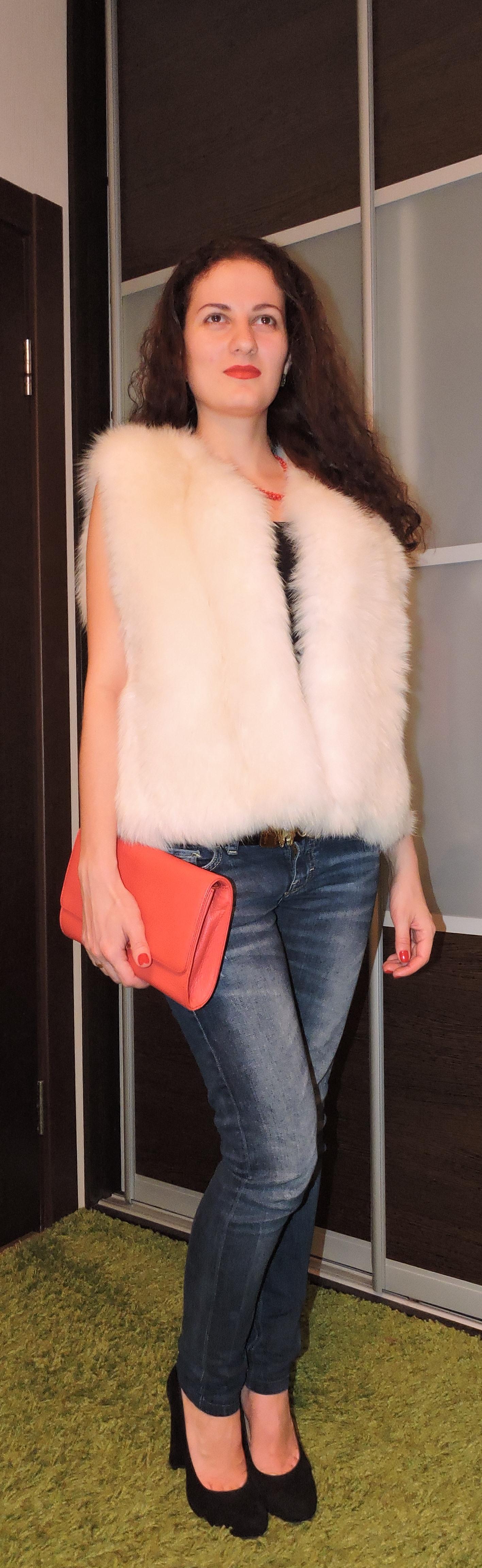 Жилетка из арктической лисы (песец) размер 40-46 www.showroom-mex.com 2.JPG