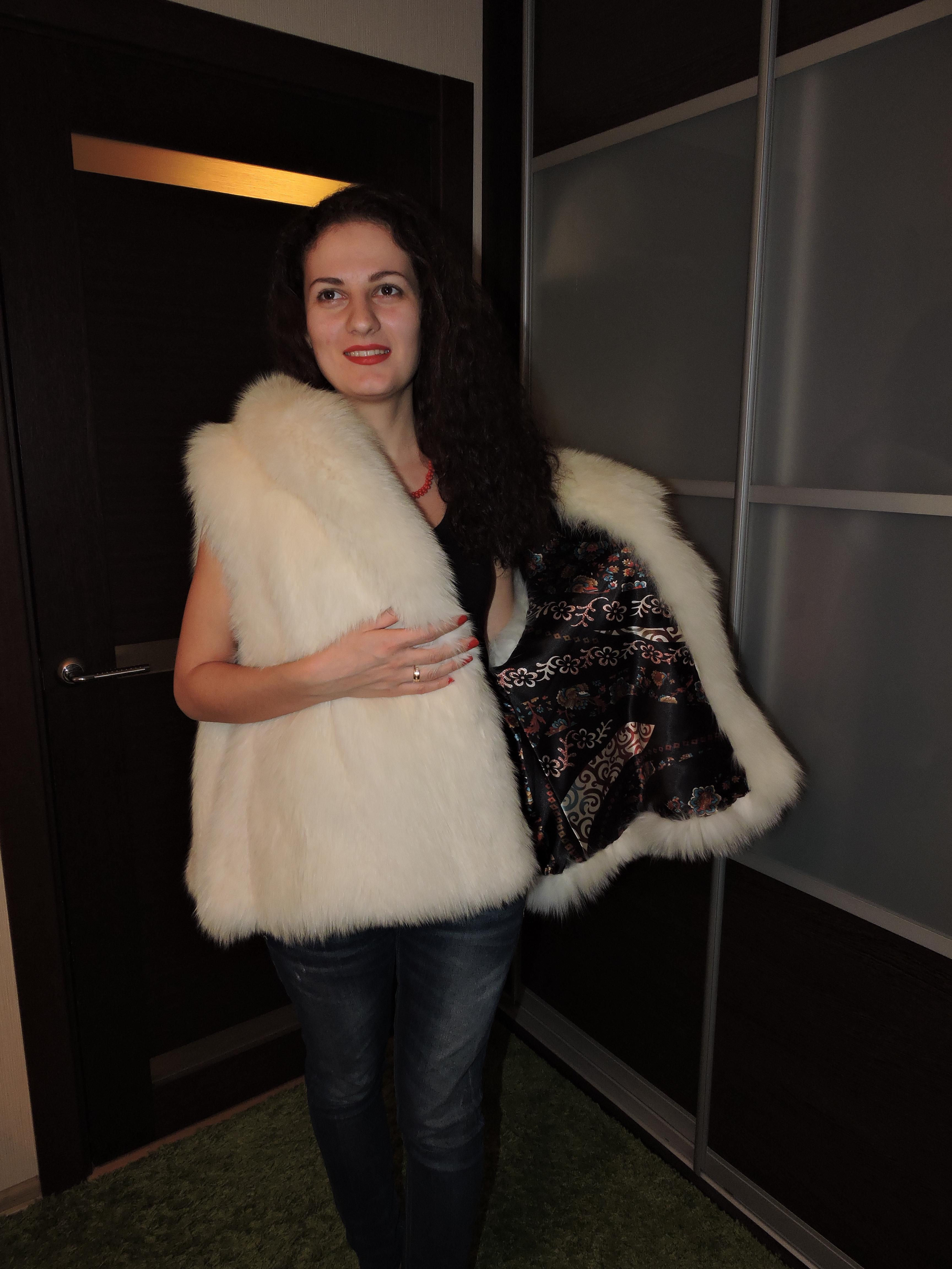 Жилетка из арктической лисы (песец) размер 44-48 xl www.showroom-mex.com 2.JPG