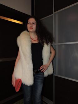 Жилетка из арктической лисы (песец) размер 44-48 xl www.showroom-mex.com.jpg