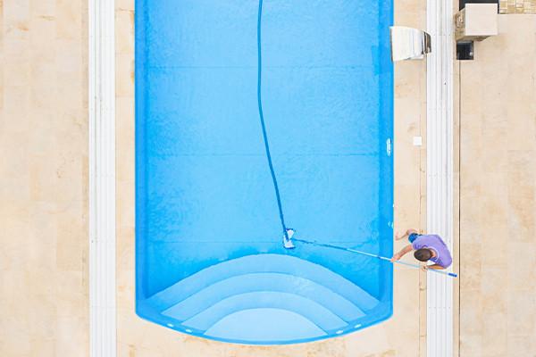 clean-pool-company-swimming-pool-vacuum.