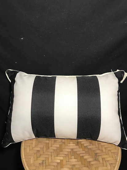OUTDOOR CUSHION BLACK AND WHITE