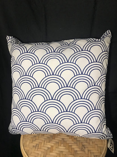 OUTDOOR CUSHION WHITE AND BLUE SWIRL