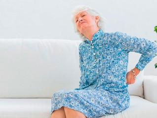 Cirurgia com anestesia local pode corrigir deformação na coluna em idosos