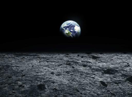 """La NASA anuncia la """"detección inequívoca"""" de agua helada en la Luna"""