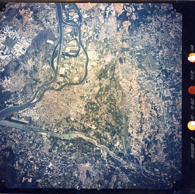 Vue aérienne orientée d'Avignon