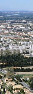 Vue aérienne des quartiers sud et est d'Avignon