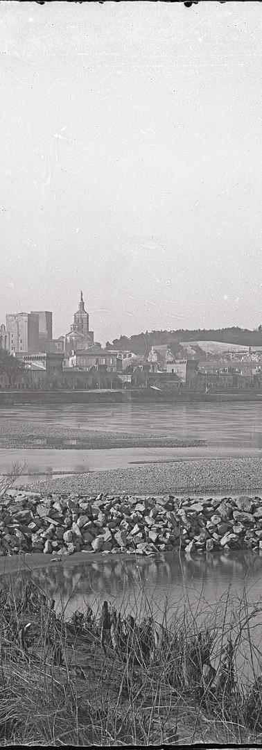 Vue de la ville et du fleuve depuis les berges