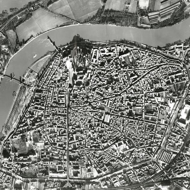 Vue aérienne orientée du centre d'Avignon