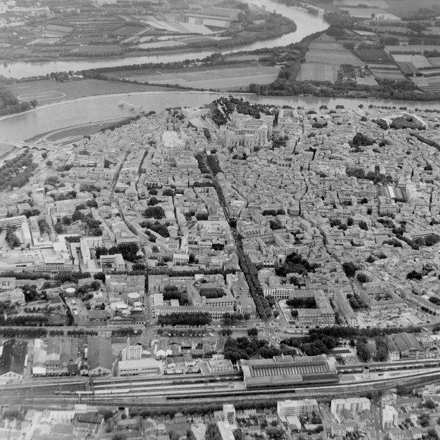 Vue aérienne du centre d'Avignon depuis le sud