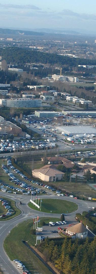 Vue aérienne du Parc des expositions de Chateaublanc, du rond-point de l'aéroport et de la route de Marseille en direction du centre-ville