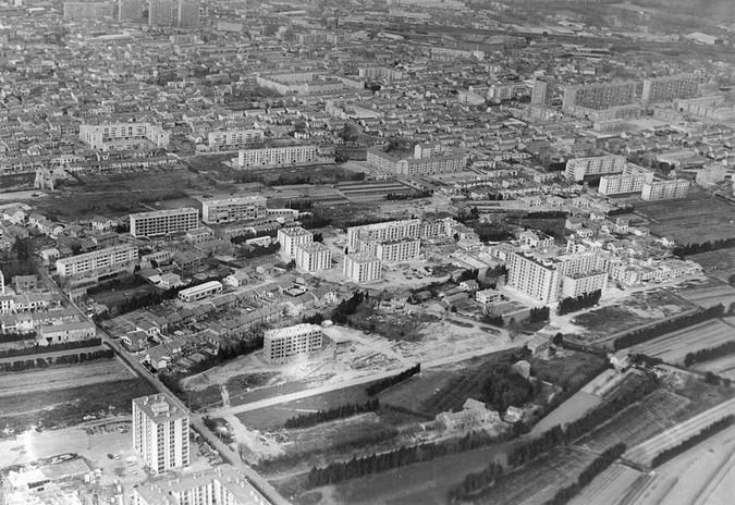Vue aérienne des quartiers sud d'Avignon et des grands ensembles dans un périmètre compris entre l'avenue de la Cabrière à l'ouest, les barres de la Croix-des-Oiseaux à l'est, les immeubles du Ventoux au nord et l'emplacement de la rocade