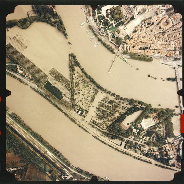 Vue aérienne de l'île de la Barthelasse inondée