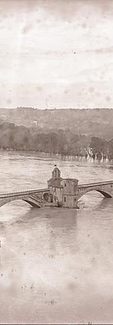 Le pont Saint-Bénezet et le Rhône en crue depuis le Rocher des Doms